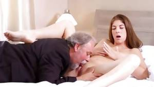 Smart slut is taking reward from getting her twat thirsted off